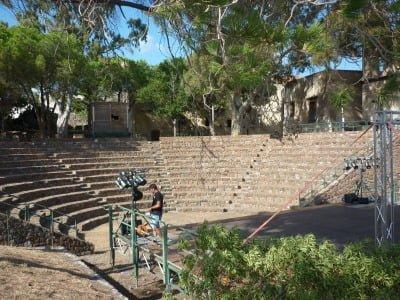 Am-phi theatre